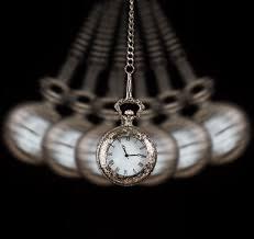 Swinging pocket watch